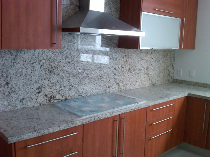 Cubiertas de granito o cuarzo para cocina 1 en for Barra de granito para cocina precio