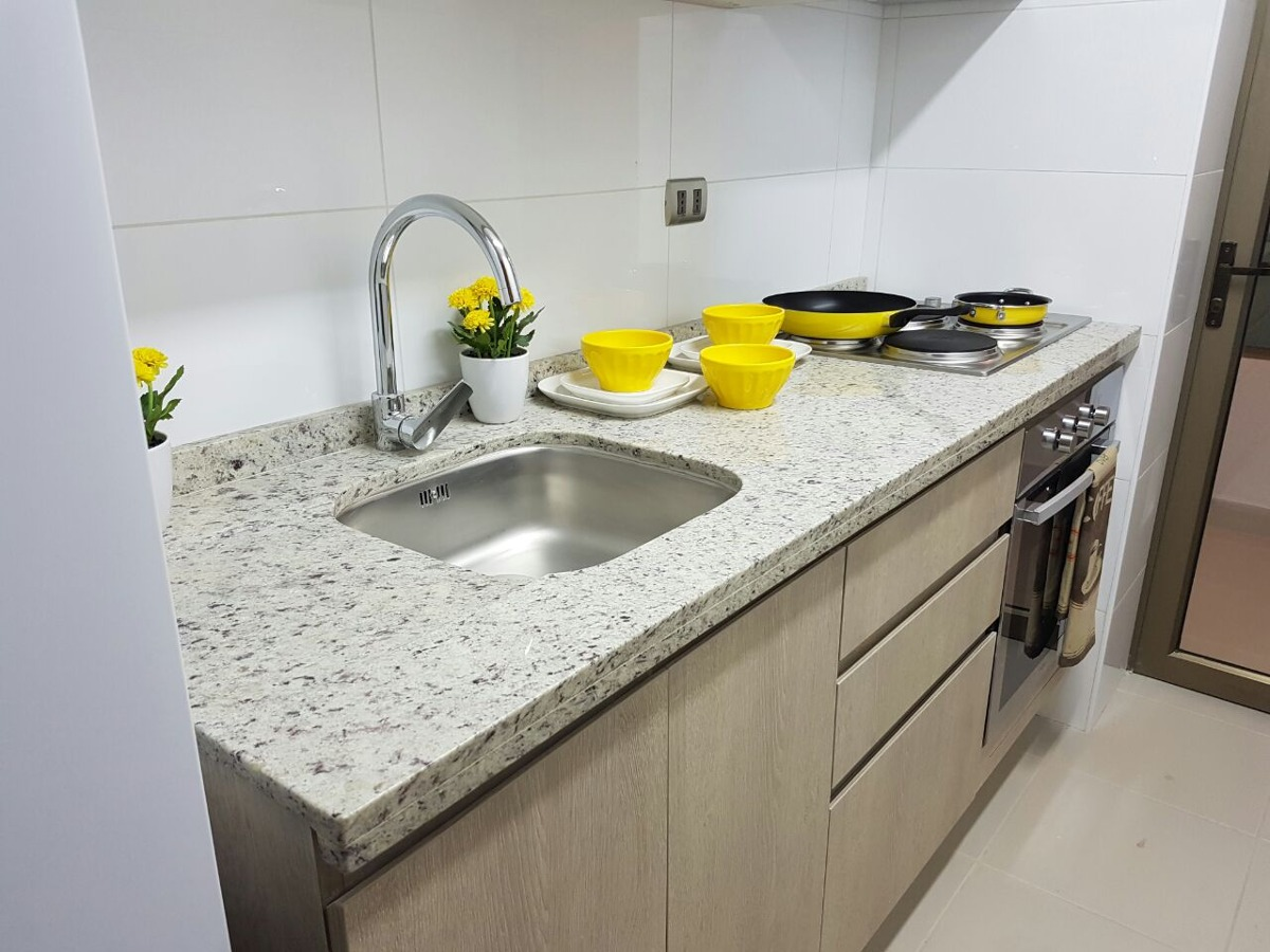 Cubiertas de granito y marmol para ba o y cocina en for Marmol de cocina precio