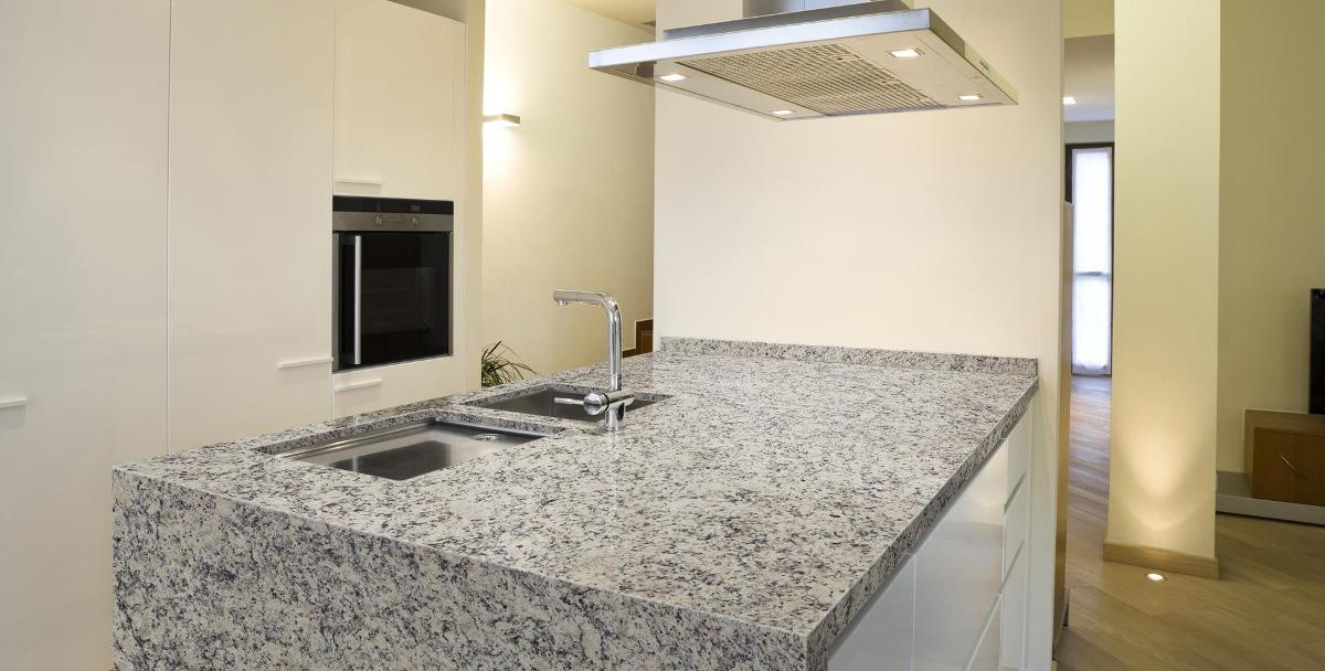 Cubiertas para cocinas granito marmol y cuarzo 2 800 for Cubiertas de marmol y granito