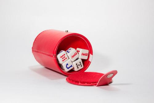 cubilete coca - cola con portadados, dados grabados en as