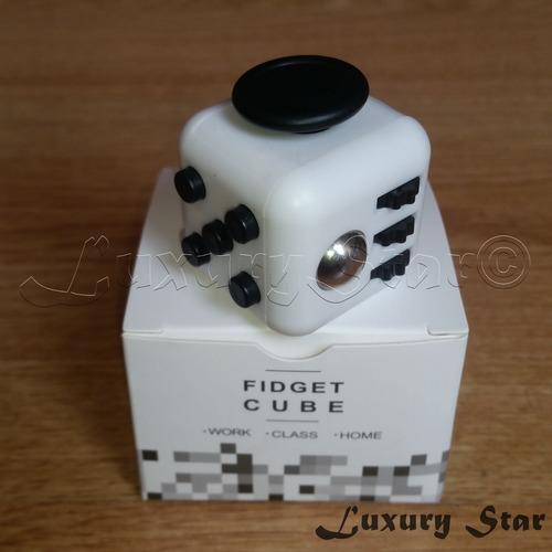 cubo fidget cube anti estres ansiedad 6 en 1- blanco y negro