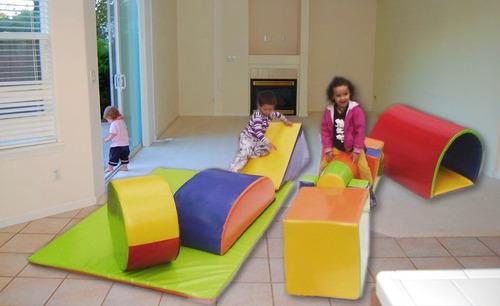 cubo y figuras de gimnasio infantil