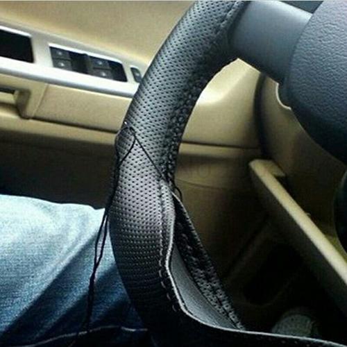 cubre volante alta calidad cuerina cocida hilo negro o hilo rojo