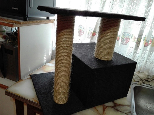 cucha rascador para gatos forrada en alfombra