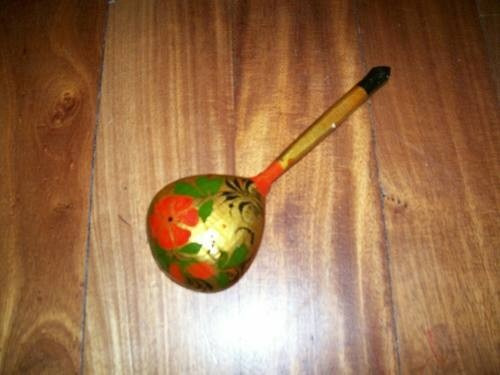 cuchara de madera pintada a mano