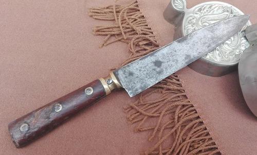 cuchillo de campo. cuño parcialmente visible