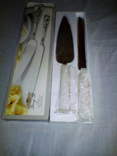 cuchillo y paleta  para picar torta
