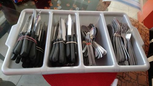 cuchillos para carne y porta cubiertos