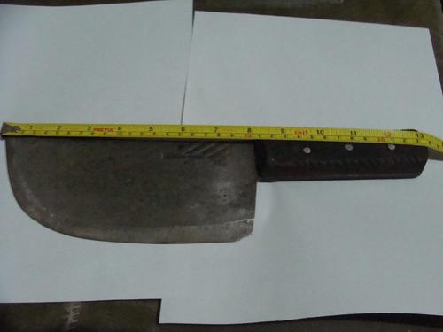cuchillote , mide 34 cm de largo , pesado