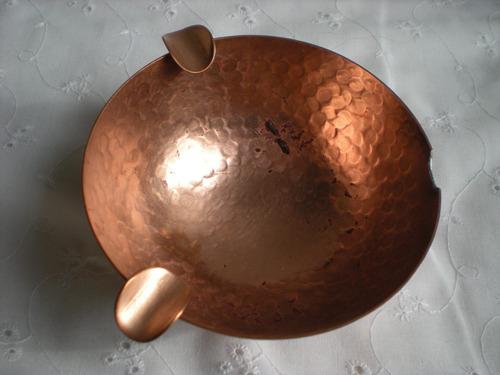 cuenco cenicero de cobre base elevada