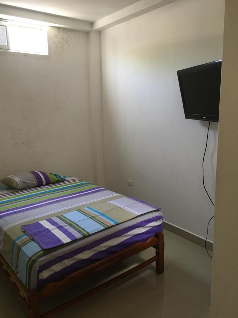 cuenta con 03 habitaciones (la habitación principal con baño