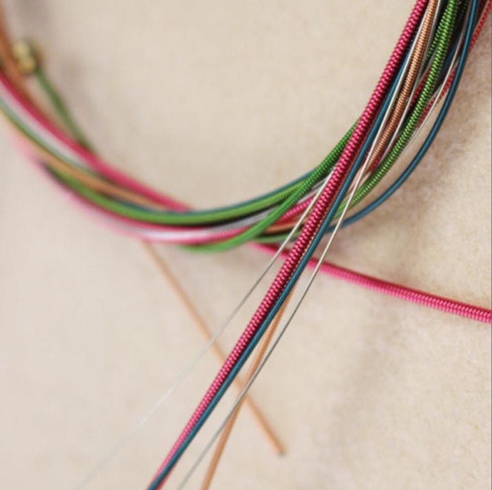 Cuerdas de colores para guitarra ac stica en - Cuerdas de colores ...