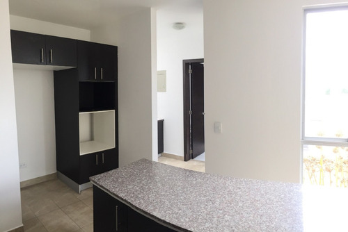 cumbayá - usfq - venta casa 3 dormitorios + jardín.