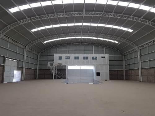 cumbres de conin 1,200m2 nueva andenes / oficinas