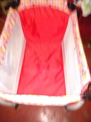 cuna corralito completa con cambiador,  mosquitero color roj