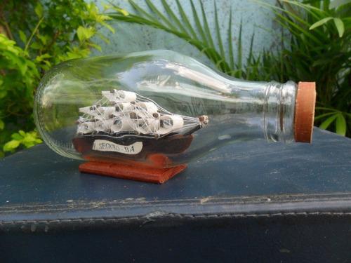 curiosa miniatura dentro de garrafa - escuna !!