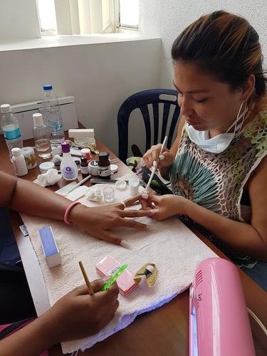 curso manicura y pedicura sistemas de uñas acrílicas