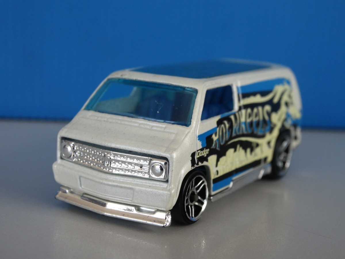 Alherabeto Custom 77 Dodge Van Branca Hot Wheels 1 64 Loose R 17 00