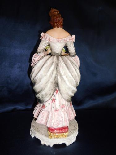 dama en porcelana capodimonte, firmada c. mollica,41 cm alto