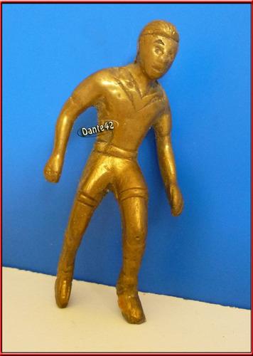 dante42 futbolista bronce