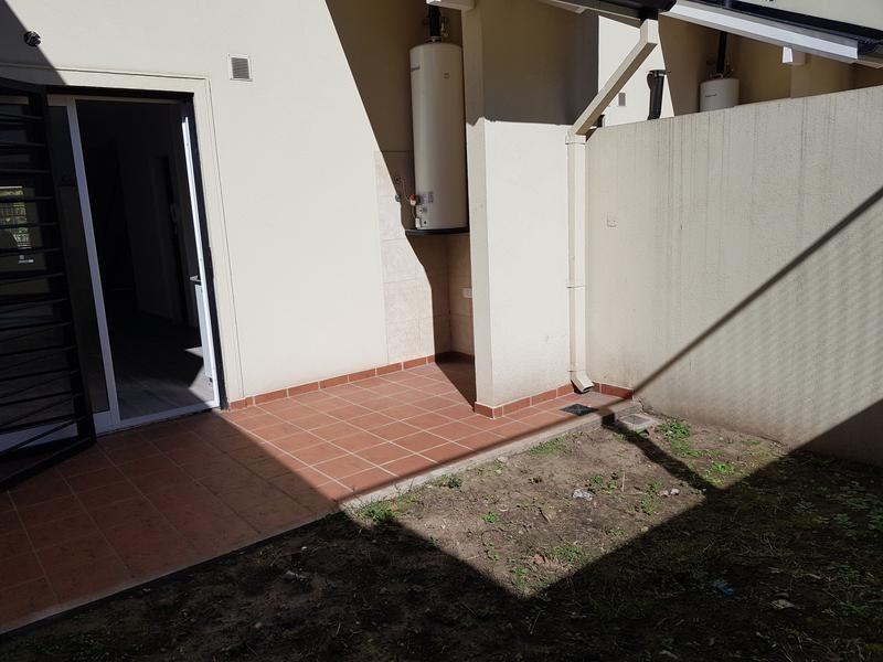 de excelente construccion, con cochera y patio