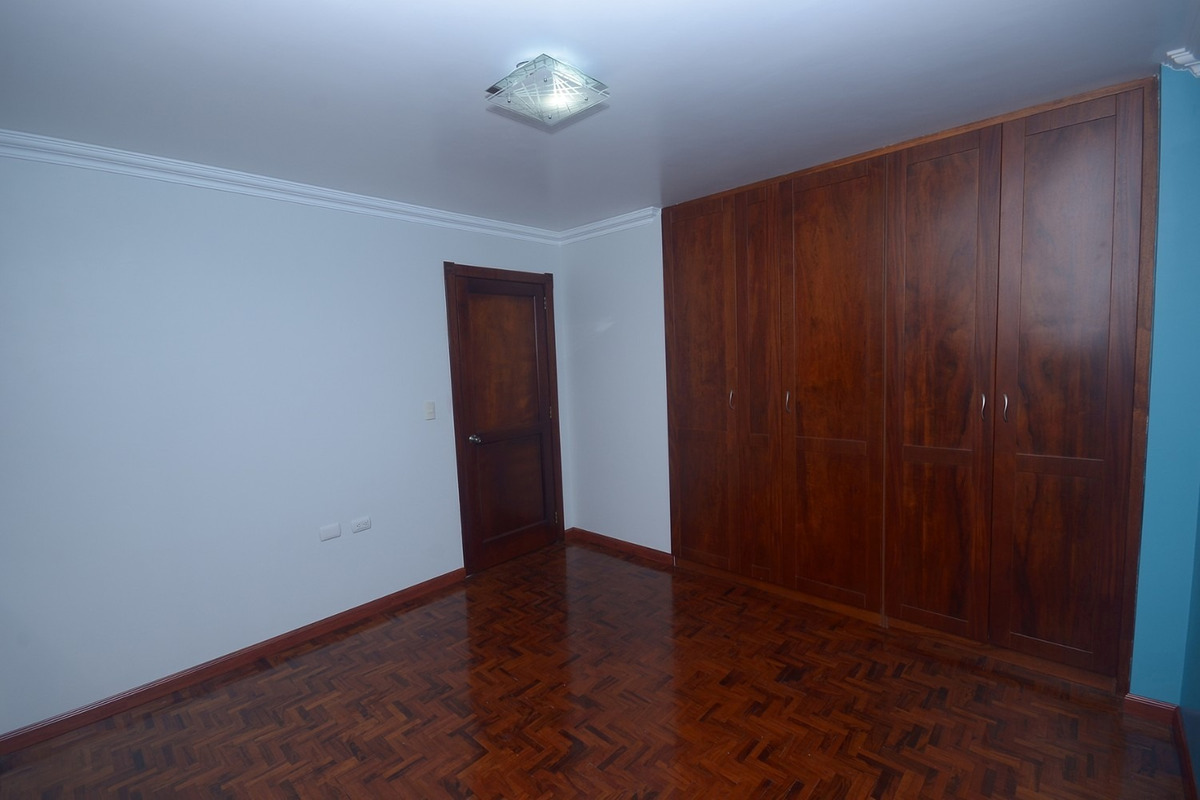 de oportunidad se vende casa de 3 pisos en loja