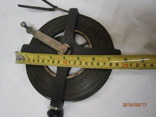 decámetro en hierro antiguo con palanca marca the lufkin