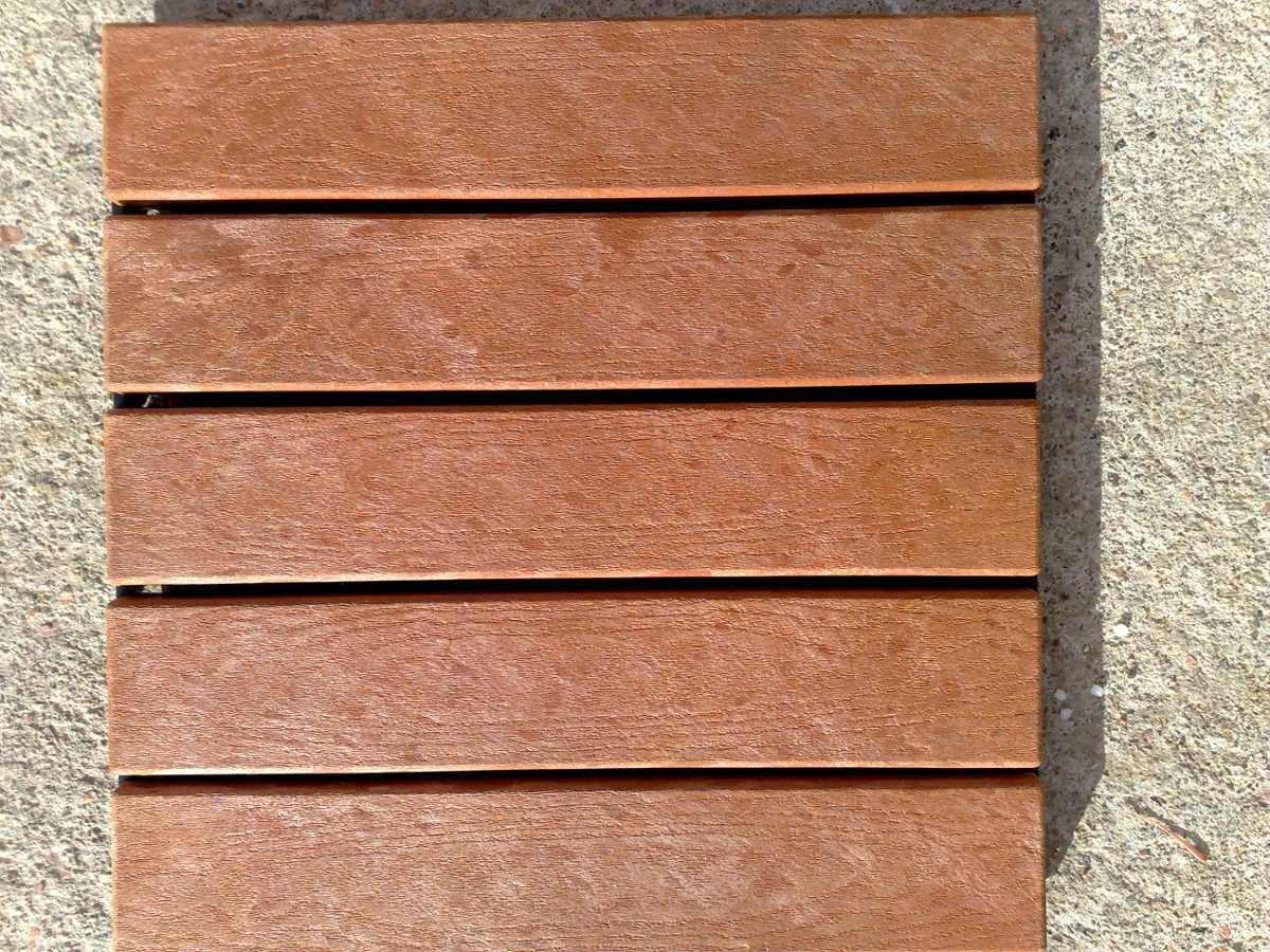 Deck de madera y resina para patios terrazas piscinas - Madera para exteriores ...