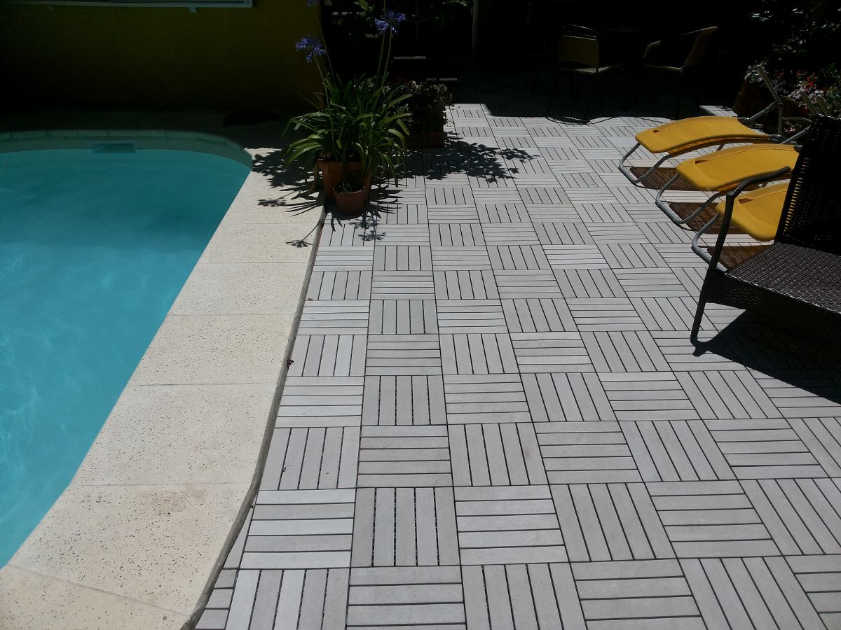 Deck de madera y resina para patios terrazas piscinas - Piso para terraza economico ...