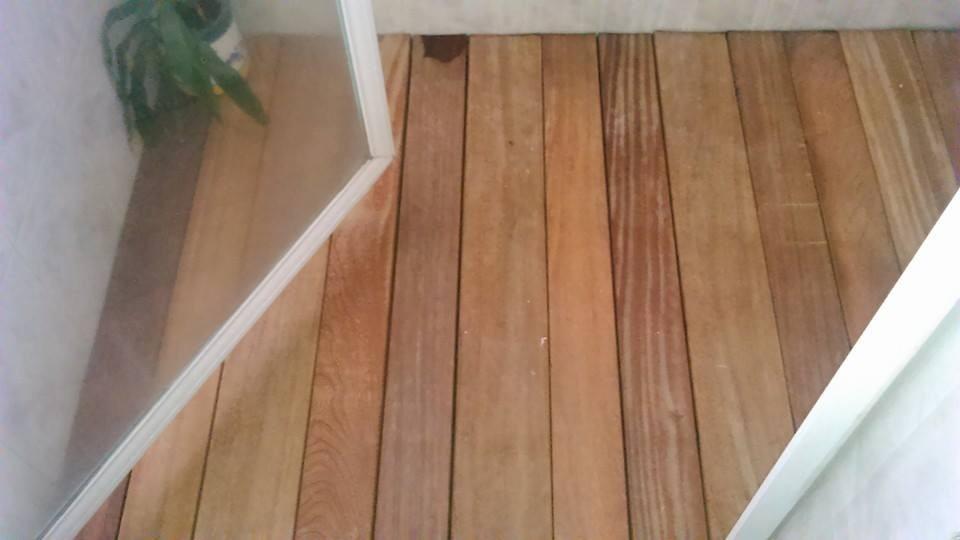 Deck de piso de madera para intemperie ba os y regaderas for Pisos de madera para banos