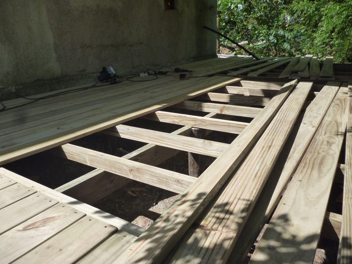 Decks madera tratada piscina y jard n en for Piscina 2x3 metros