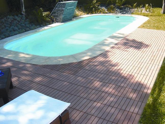 Decks para albercas patios terrazas azoteas for Resbaladilla para alberca
