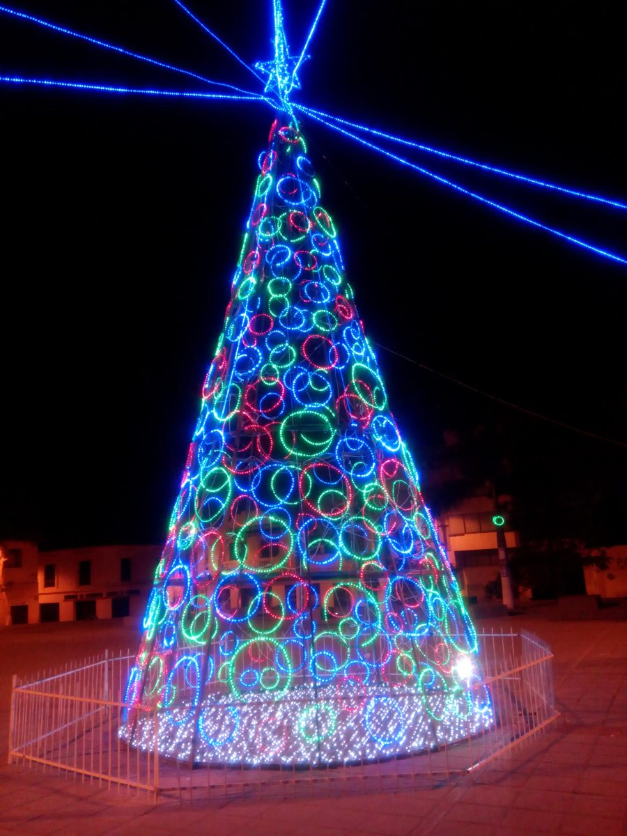 Iluminacion decoracion arboles de navidad gigantes 2 - Adornos para arbol navidad ...