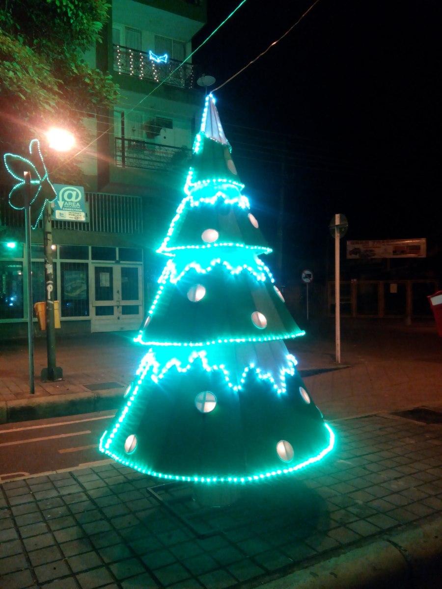 Iluminacion decoracion arboles de navidad gigantes 2 - Decoracion arboles navidad ...