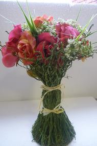 Mesa Con Vidrio Flores Artesanías Antiguas En Mercado