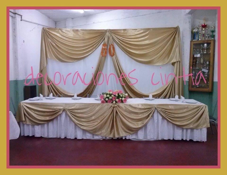 Decoraci n con globos ambientaci n con telas y mesas - Adornos navidenos de tela ...