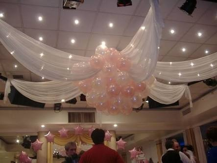 decoración con globos y telas eventos boda xv años bautizo