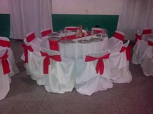 decoracion con telas . globos . manteleria y cubres sillas .