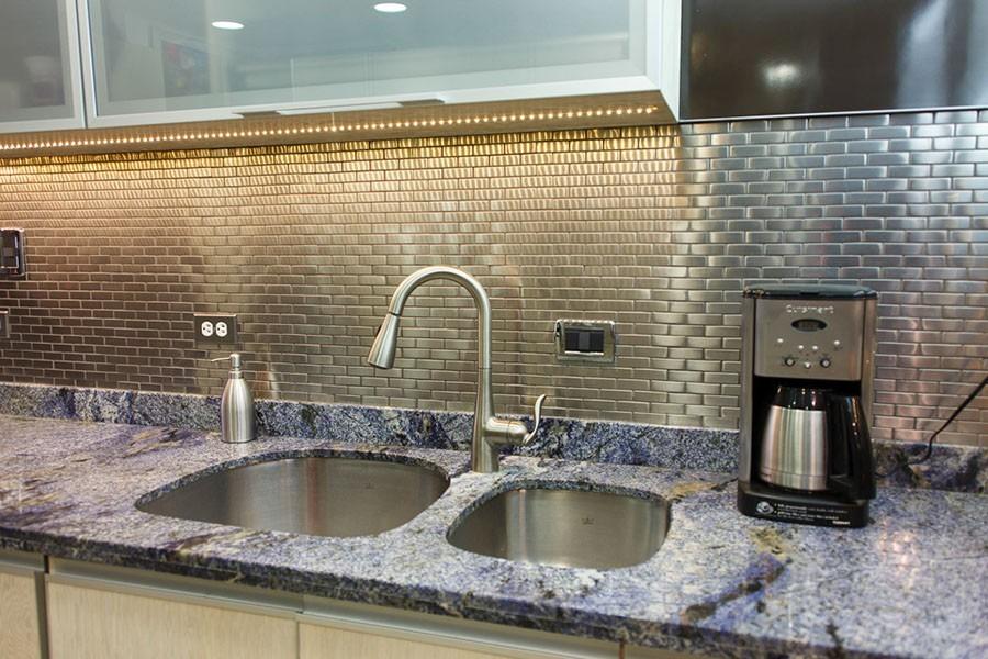 Decoracion de cocinas integrales en acero precio por malla for Guardas para cocina