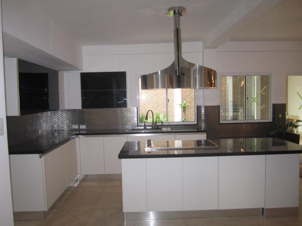Cocinas integrales precios cocina con mobiliario lacado y for Mobiliario de cocina precios