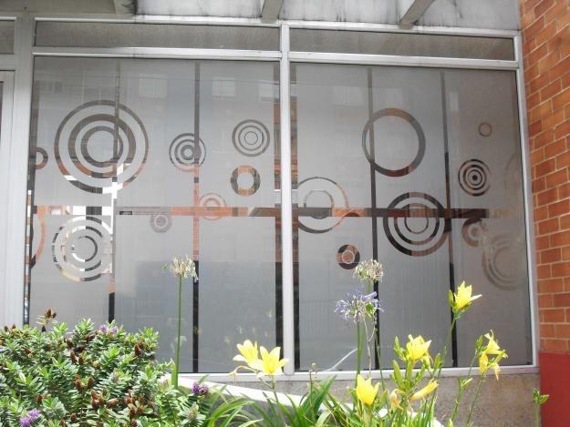 Decoracion para ventanas o puertas de vidrio esmerilada for Vidrios decorados para puertas interiores