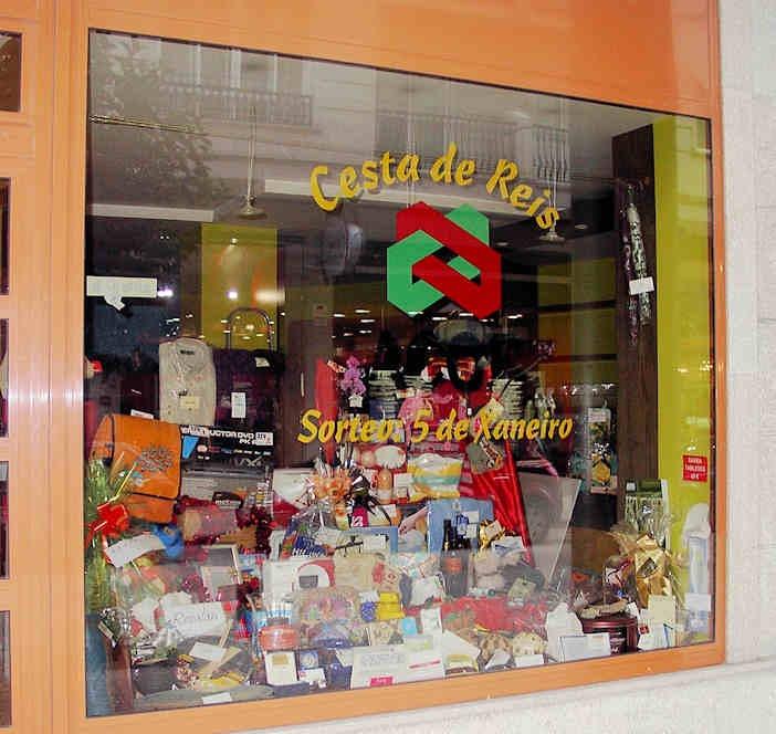 decoracion para vitrinas una tienda nueva de bolsos