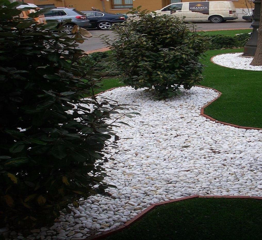 Piedra decorativa bola blanca de rio saco de 10 kilos for Jardineria decorativa