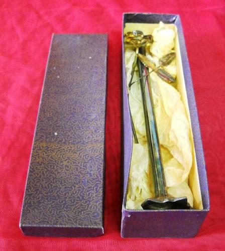 decorativo florero con flor en metal plateado en su caja978p