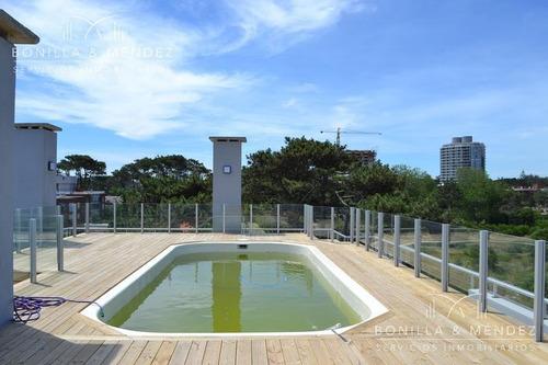 deep blue, 2 dormitorios, baño completo, toilette, gran balcón terraza con parrillero propio