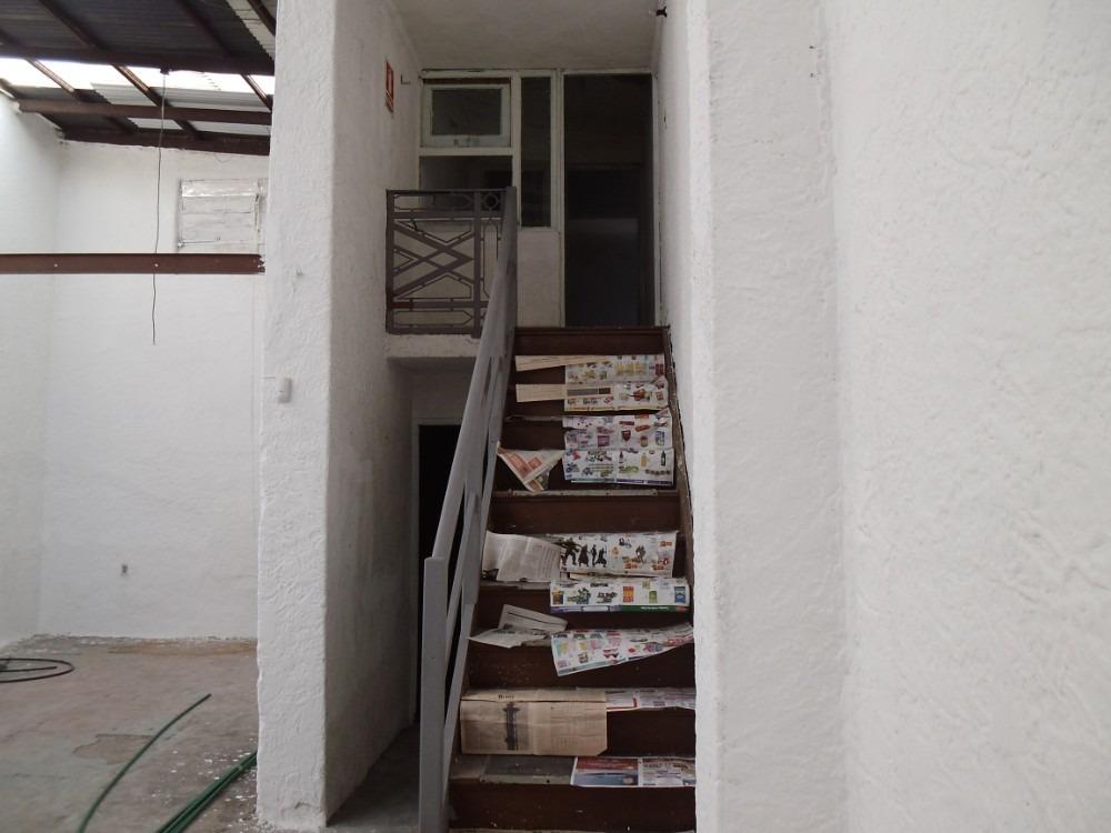 defensa y rivadavia , impecable -120 m2- oficina - vestuario