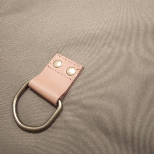 delantal gabardina y cuero genuino porta repasador o toalla