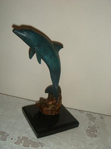 delfin de bronce