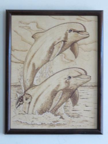delfines, cuadro pirograbado, cuadro artesanal