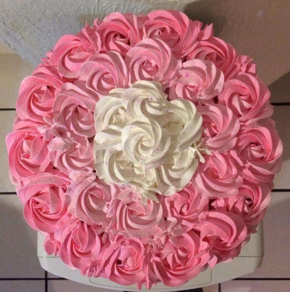 Delicioso y hermoso pastel de rosas en mercado for Rosas de decoracion
